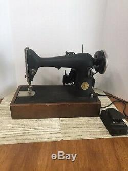 1946 Singer Heavy duty WORKS Sewing Machine case AG671414