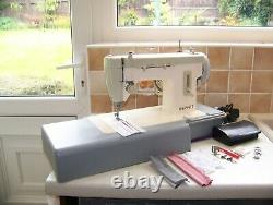 A Beauty Famous Singer Merritt Heavy Duty Z/zag Sewing Machine, Expertly Serviced