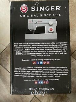 SINGER 44S Heavy Duty Sewing Machine with 23 Built-In Stitches NEW in box. Fast