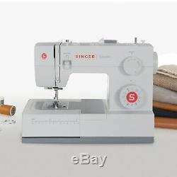 Singer Classic 44S Heavy Duty Sewing Machine. 23 Built in Stitches. NEW Sealed