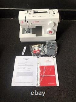 Singer Classic 44S Heavy Duty Sewing Machine. 23 Built in Stitches. Refurbished