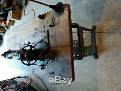 Singer Manfg Co. 16-41 Heavy Industrial Leather Sewing Machine