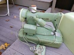 VINTAGE Heavy Duty SEA FOAM GREEN SINGER SEWING MACHINE 185J & CASE Light Denim