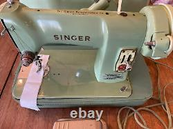 VINTAGE SINGER SEWING MACHINE MINT GREEN HEAVY DUTY WithCASE 185J Works