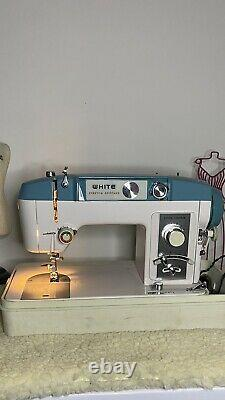 Vintage Heavy Duty White 940 Sewing Machine with Foot Pedal and Case TESTED