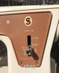 Vintage SINGER heavy duty Fashion Mate Sewing Machine 239