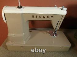 Vintage Singer Heavy Duty Sewing Machine 404 in Case NICE